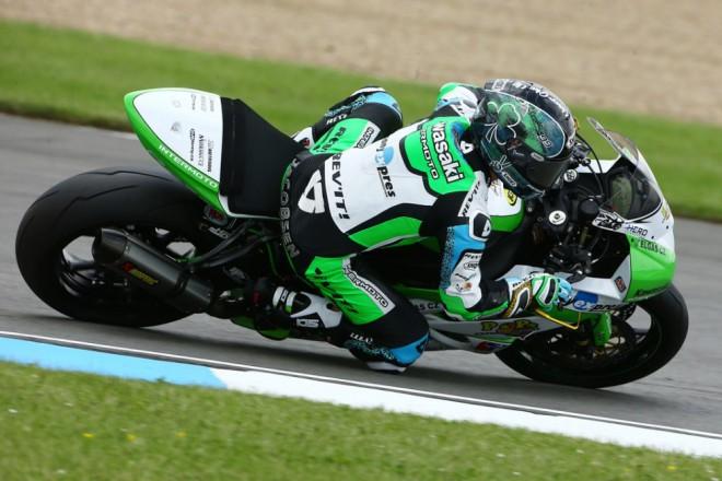 Tým Kawasaki Intermoto po kvalifikaci v Doningtonu