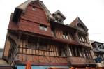 Dechberoucí budova hotelu v Étretì