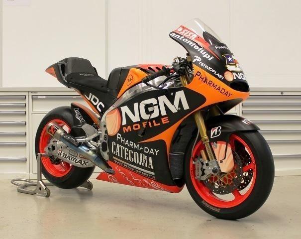 Závodní motorka Colina Edwardse MotoGP je na prodej