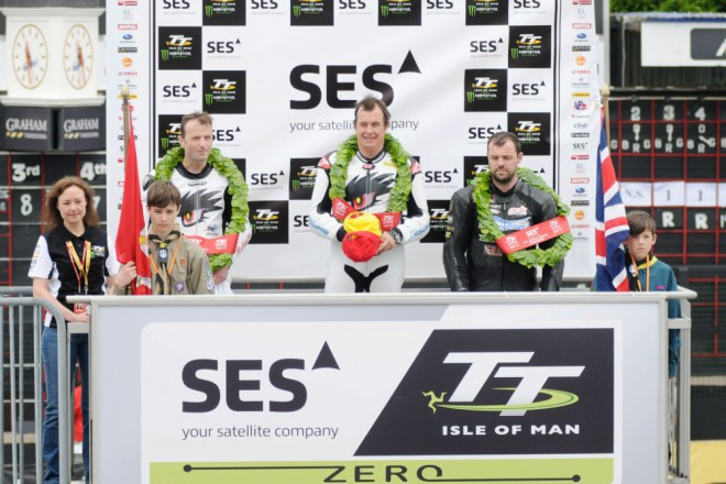 TT: Závod elektromotocyklù vyhrál McGuinness