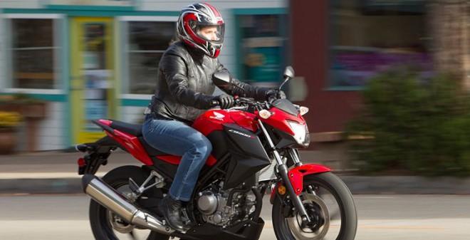 Nov� Honda CB300F