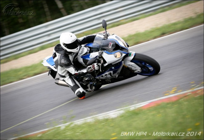 Okruhový test BMW HP4