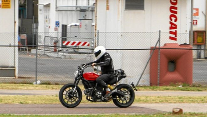 Spy photo: Ducati Scrambler