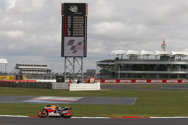 GP Velké Británie – páteèní tréninky