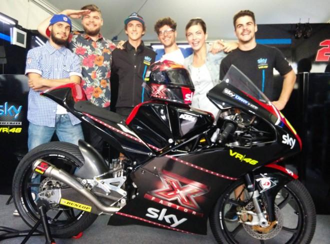 Fenati pokraèuje s Rossiho týmem také v roce 2015