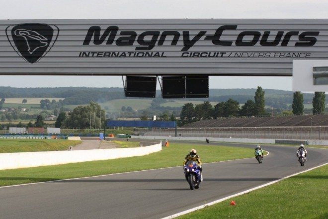 Jeden�ct� podnik MS Superbike � Magny Cours