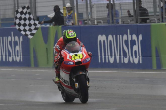 Tøetí pódium získala Ducati v mokrých podmínkách