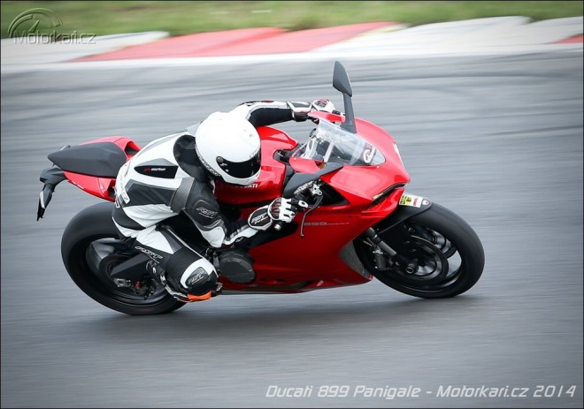 Okruhový test Ducati 899 Panigale