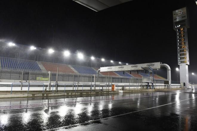 Tøetí den testu v Kataru jezdci kvùli dešti vùbec nevyjeli na dráhu