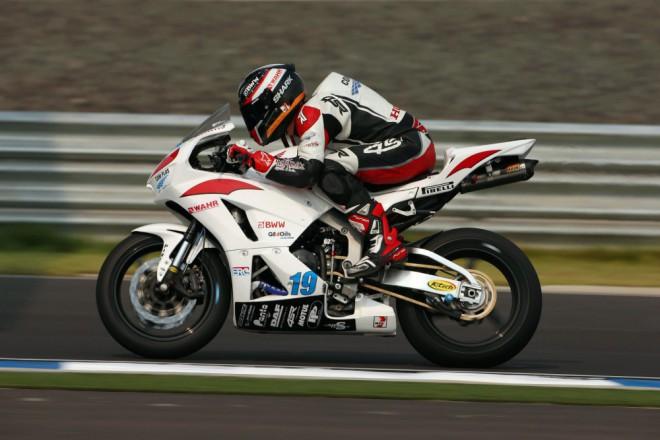 První ètyøi body pro èeský tým SMS Racing