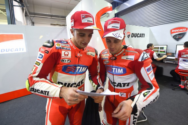 S dosavadn� ��st� p��prav jsou jezdci tov�rn� Ducati spokojen�