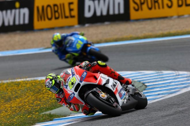 Komplikovaný závod pro jezdce tovární Ducati