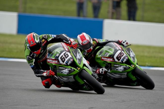Tovární jezdci Kawasaki nejdøív závod a test v Portimau, pak TT na Manu