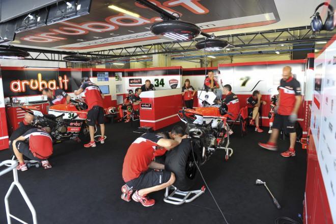 Superbikov� t�m Ducati nastoup� v Misanu ve t�ech