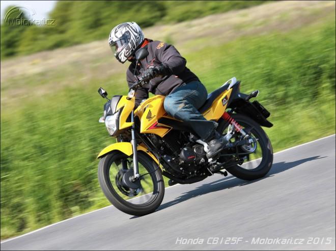 Honda CB125F: uhlazen� malor�ka