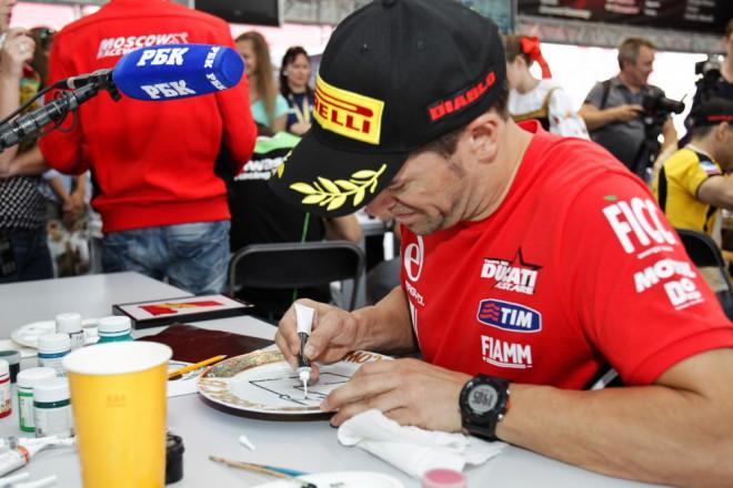 Carlos Checa v Mugellu vyzkouší superbike Panigale R