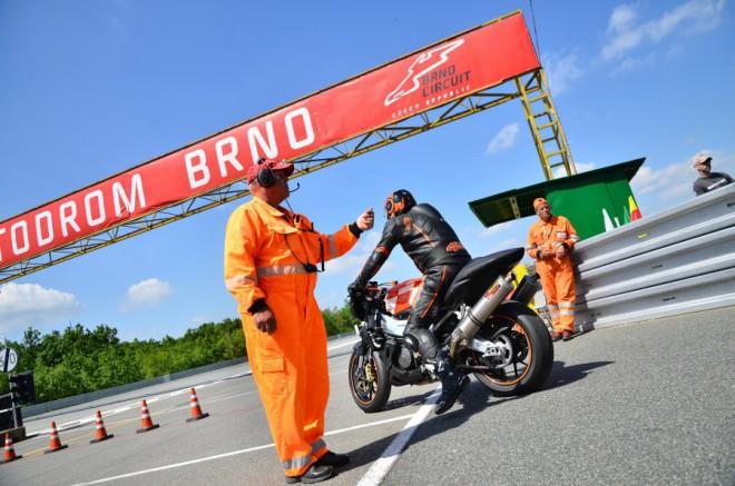 Celodenní jízdy na AMD Brno s agenturou Racetrack