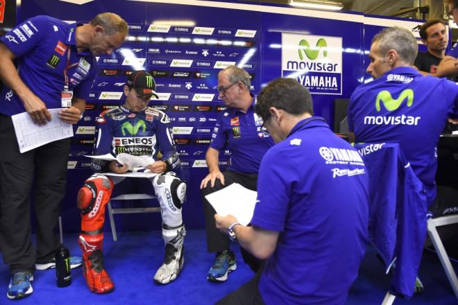 Lorenzo zatím nepøekonán, Rossi potøebuje zrychlit
