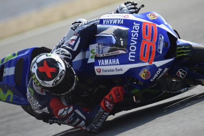 V tropech je Lorenzo zatím nejrychlejší, Rossi s pádem šestý