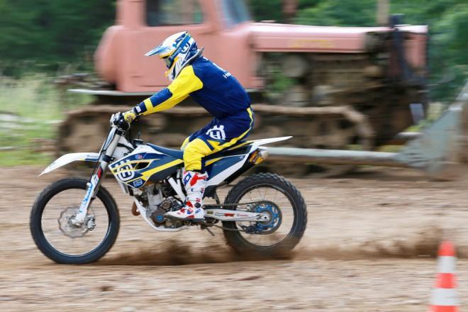 Jak na motokrosové zaèátky - brzdìní a akcelerace