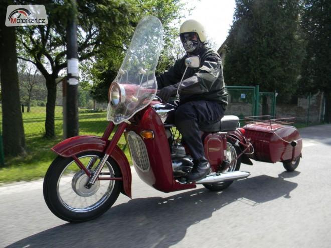 Jak se cestovalo pøed pùlstoletím aneb Rumunskem na motorce