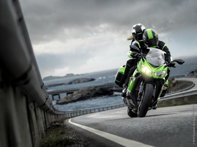 Kawasaki Z1000SX jde do nového roku s novou standardní výbavou