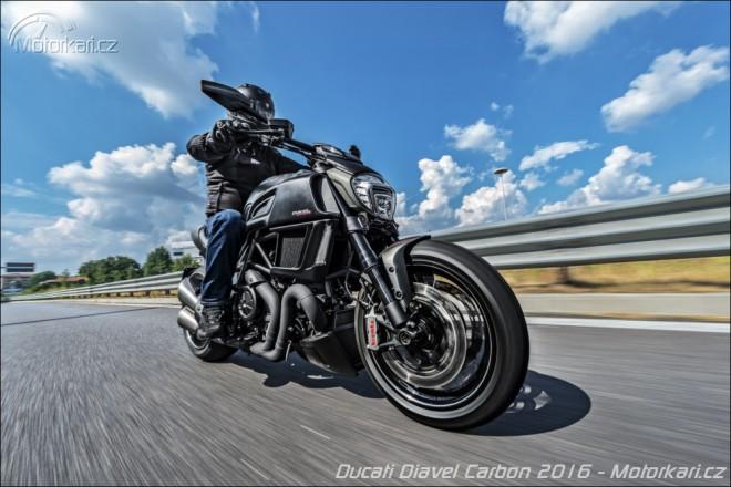 Ducati Diavel Carbon 2016: ještì zlejší bestie