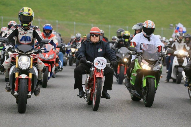 Simoncelliho si pøipomnìlo 3656 motorkáøù, rekord odolal