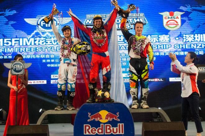 Libor Podmol vyhrál závod MS a z Èíny veze zlato