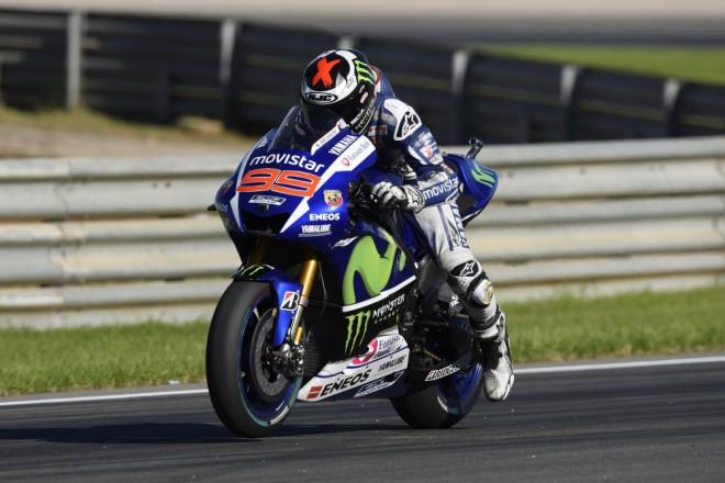 Lorenzo je rychl�, Rossi ale dr�� krok