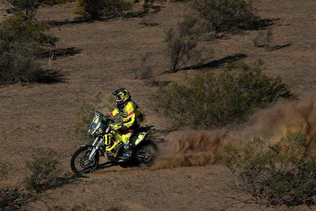 Svitko ovládl 10. etapu Dakaru, Èeši v problémech