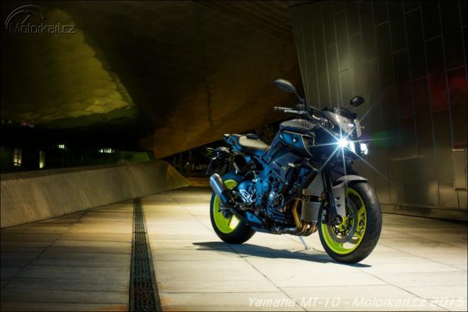Yamaha MT-10: v�c ne� 160 kon�, 210 kg