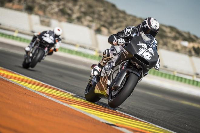 Ve Valencii testovala KTM s Kalliem a De Punietem
