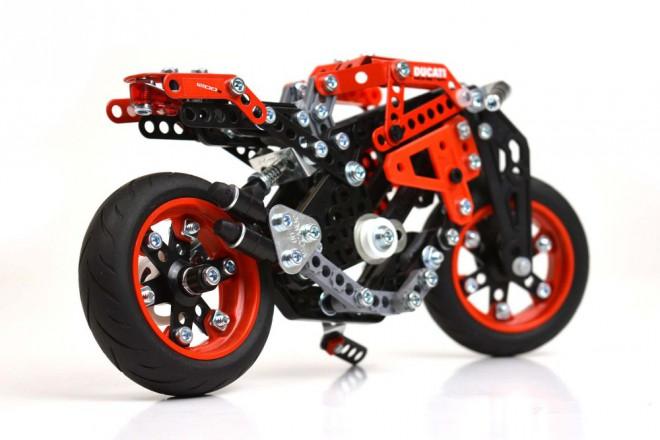 Meccano nabízí stavebnici malého Monsteru 1200 S