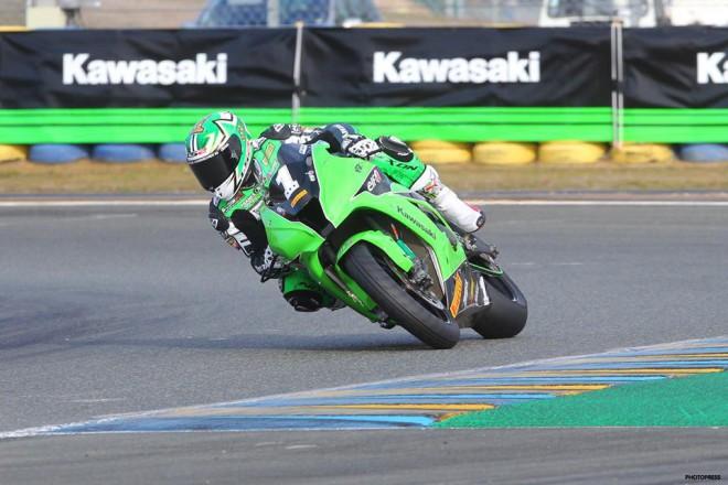 Na �pici tabulky byl prvn� den t�m Kawasaki SRC