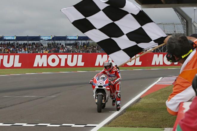 Koncovku závodu jezdci tovární Ducati nezvládli