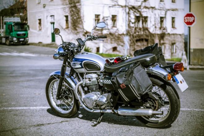 Kawasaki W650 - Návrat ke koøenùm