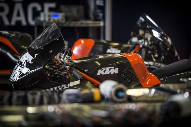 Testu KTM MotoGP v Brnì nepøálo poèasí
