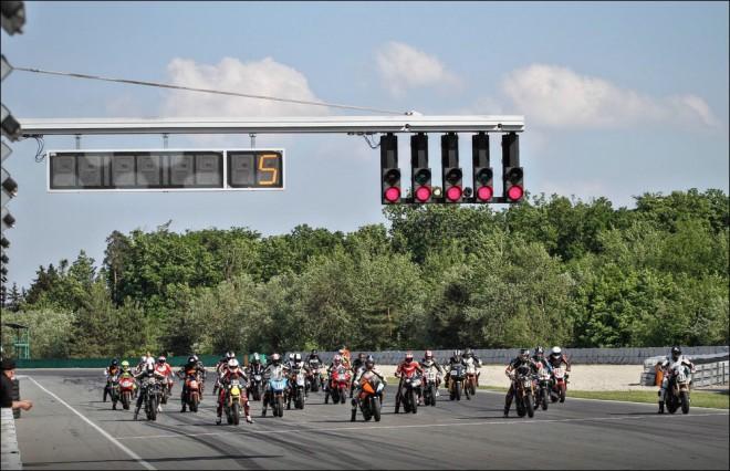Volné jízdy a závody na AMD Brno