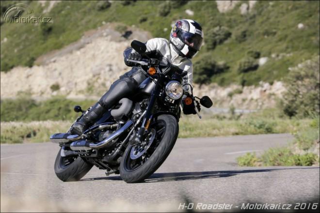 """H-D XL1200CX Roadster: americk� sportovn� """"kaf��ko"""""""