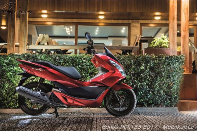 Honda inovuje PCX125
