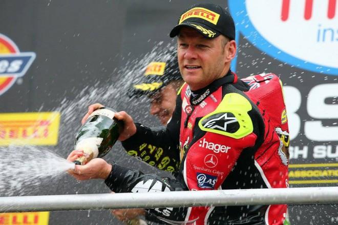 BSB – Závody v Brands Hatch vyhrál Haslam s Byrnem