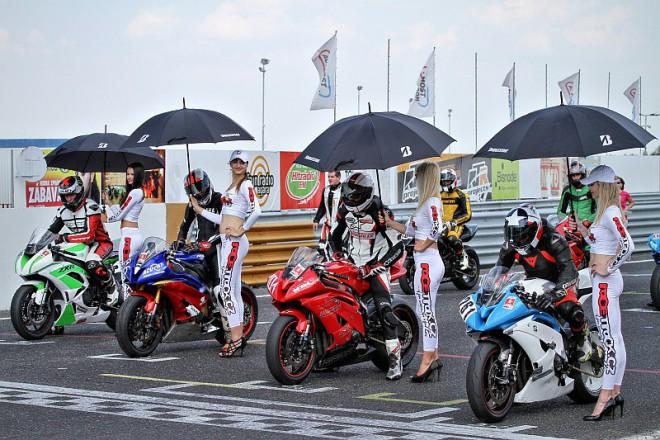 Volné jízdy s instruktory na okruhu v Mostì