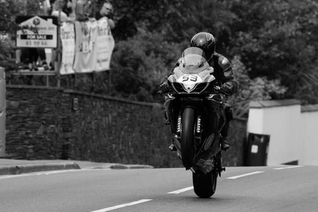 TT 2016 – Nehodu v závodu Senior TT nepøežil Andrew Soar