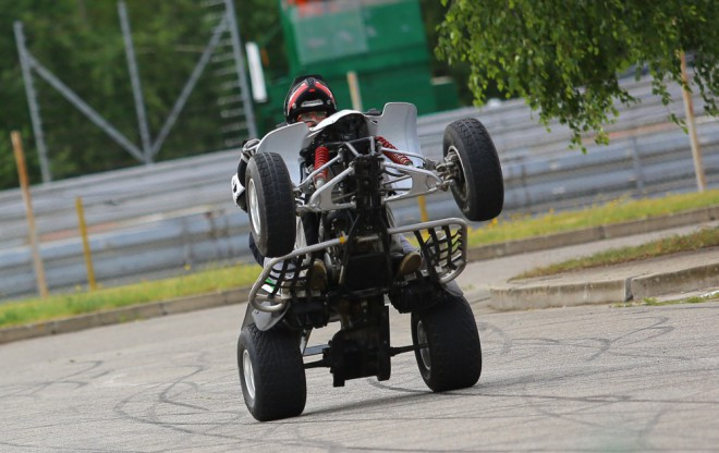 Motoškola po zadním: wheelie na pohodu