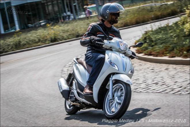Piaggio Medley s motorem iGet: po mìstì za hubièku