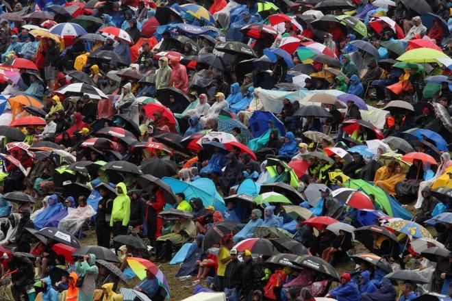 Kvùli dešti sledovalo atraktivní závody ménì divákù