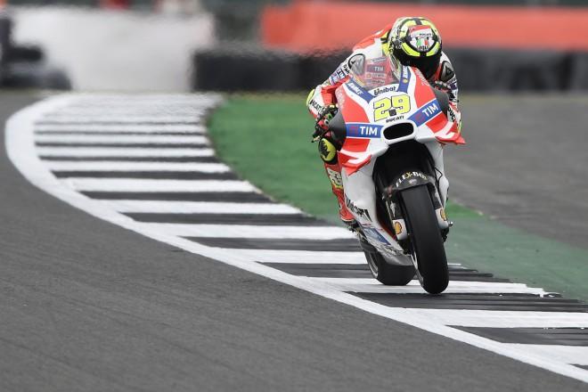 GP Velké Británie – V pátek zajel nejrychleji Iannone, Lowes a Navarro