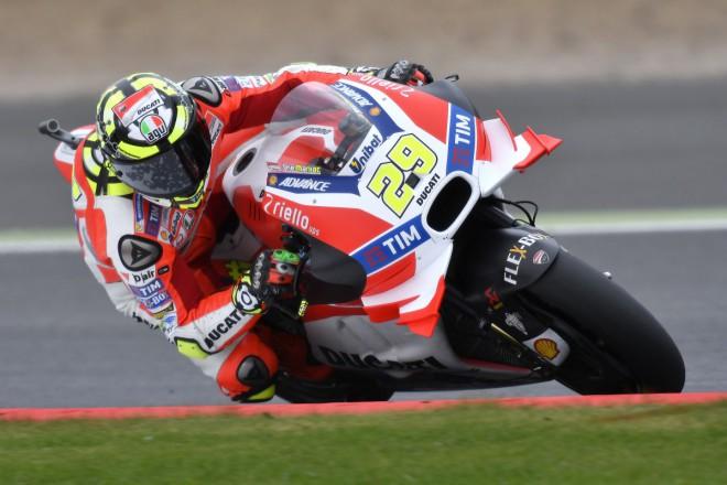 Jen aby zítra dráha zùstala suchá, pøejí si jezdci Ducati