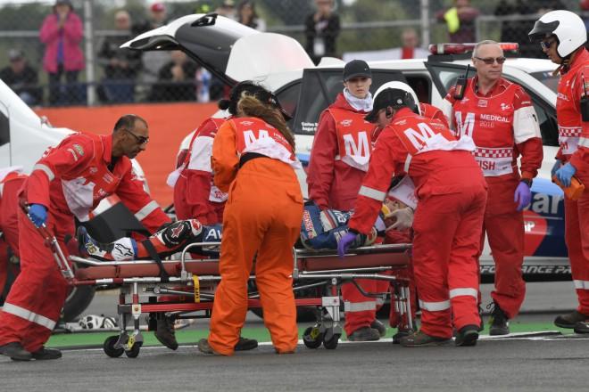 Z dìsivì vyhlížející nehody vyvázl Espargaró s Bazem bez vážných zranìní